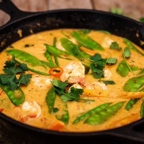 Thai Red Curry with Prawns and Snow Peas Recipe Main